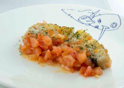 Bacalao con vinagreta de tomate y tomillo